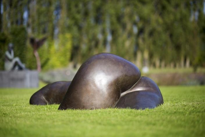 Moeder Aarde Op Schaal | Bronze | 180x105x57cm | Edition 7/8 | Ann Deman
